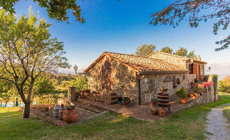 Agriturismo IL PRATONE (Video) - New video for this splendid farmhouse with swimming pool in the Tuscan Maremma