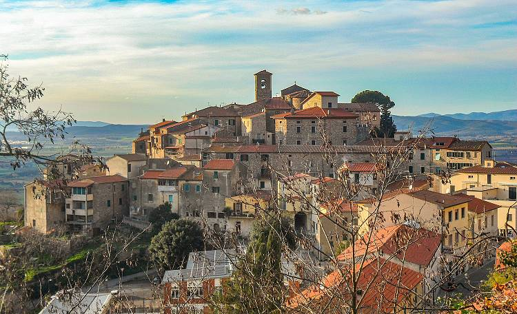 Gavorrano, the territory of medieval villages