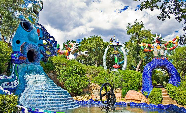 Il Giardino dei Tarocchi ❤️ un museo a cielo aperto - Il Giardino dei Tarocchi è un parco artistico realizzato da Niki de Saint Phalle. Vero e proprio museo a cielo aperto, perfettamente inserito nel paesaggio collinare della Maremma