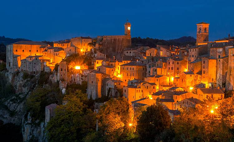 Sorano enchanting medieval village - Sorano, is a charming medieval village in the province of Grosseto, considered the Matera of Tuscany because of its characteristic tuff stone buildings
